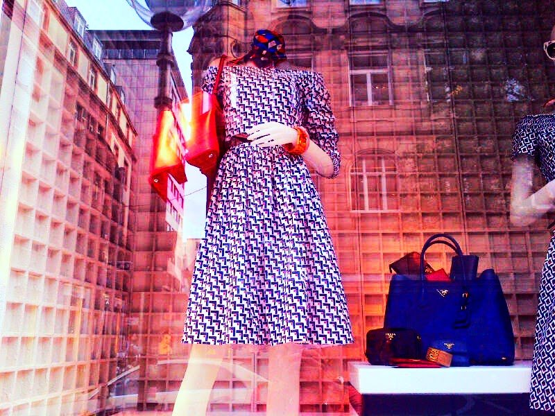 DAILY SCHMANKERL : Fashion Reflection @ Prada