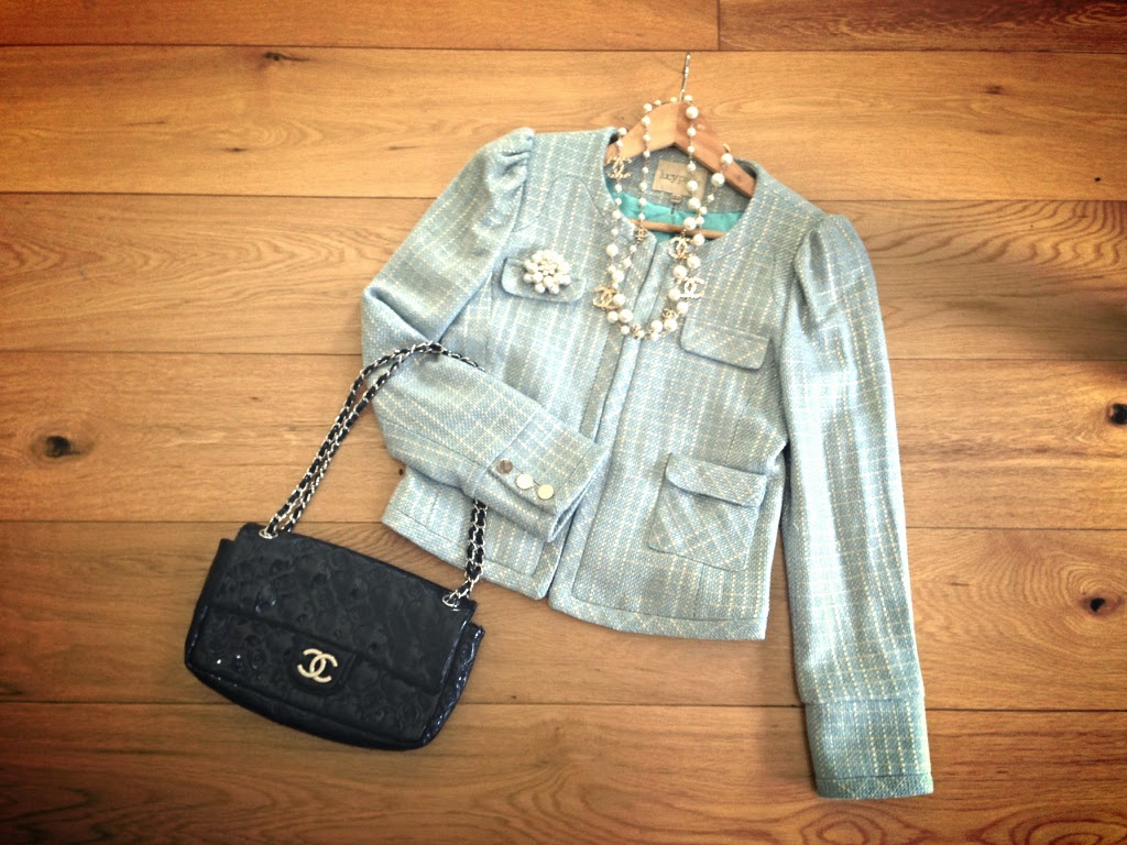 Outfit Pearl Chanel 2.55 Bag patent Boucle Blazer City Freude Image