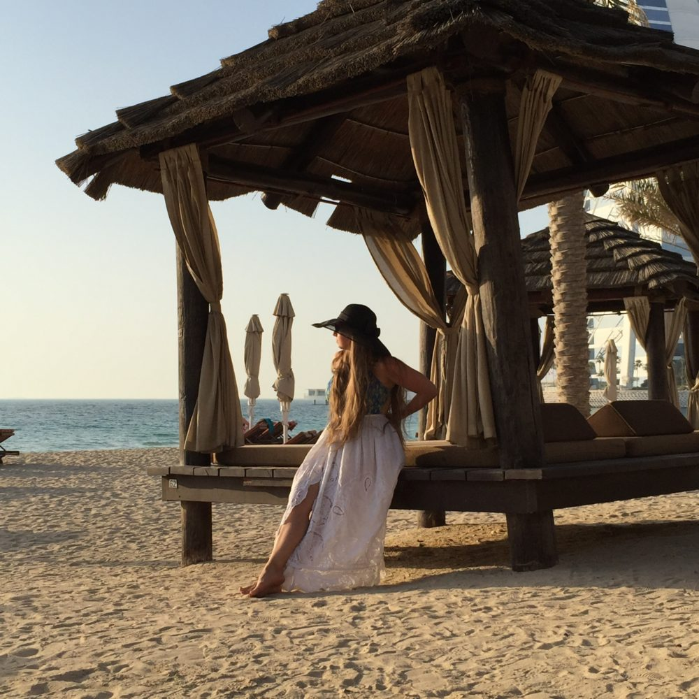 Outfit Dubai Beach Girl 4